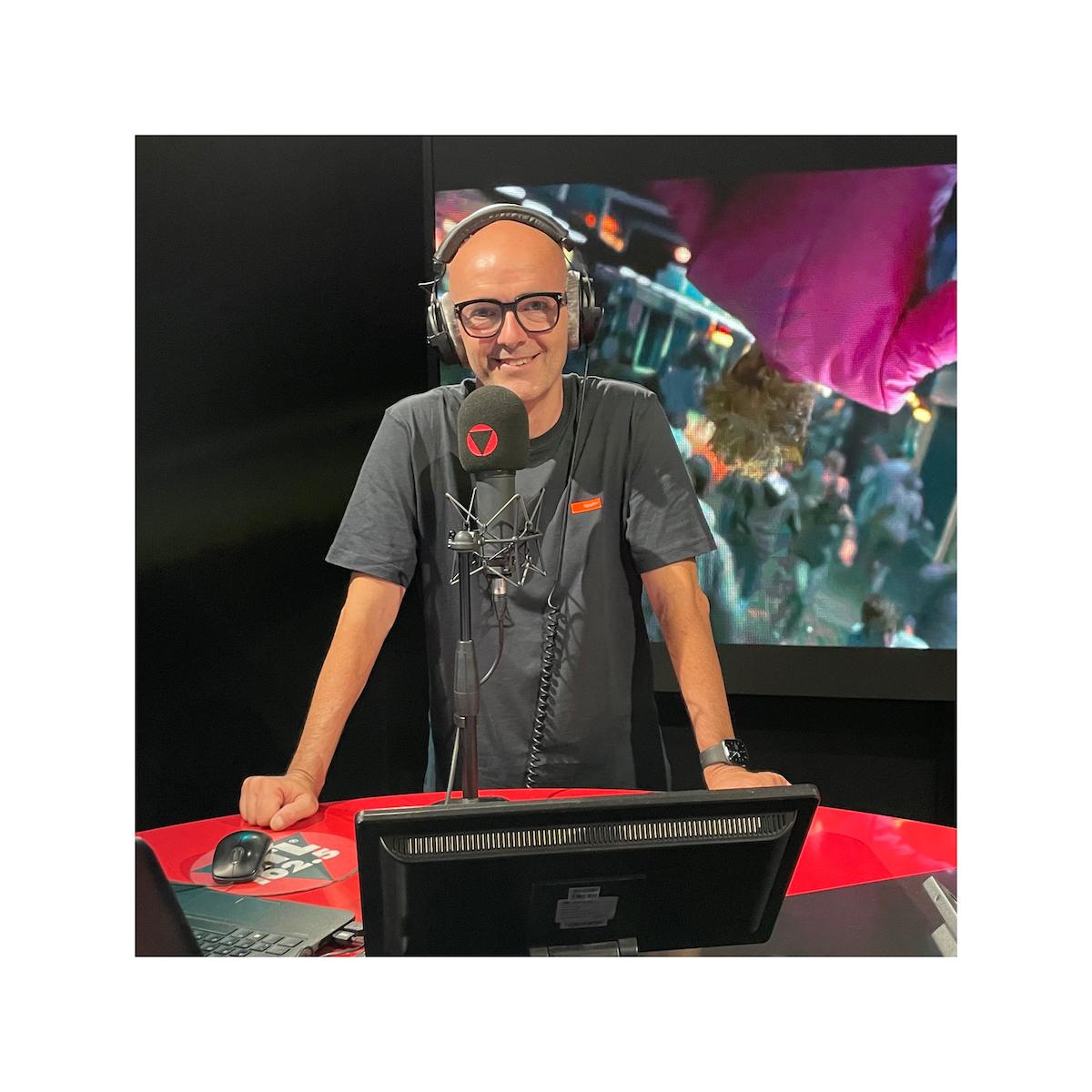 Luca Viscardi nello studio di RTL 102.5